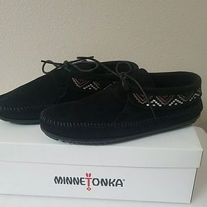 Minnetonka 559 Black Mosaic Boot Moccasin